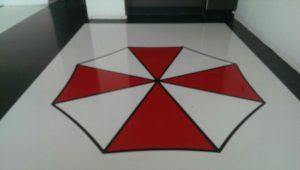 IMG 20180302 212951 300x170 - Gietvloer in 2 kleuren met Ubrella logo afgelakt met matte PU lak.